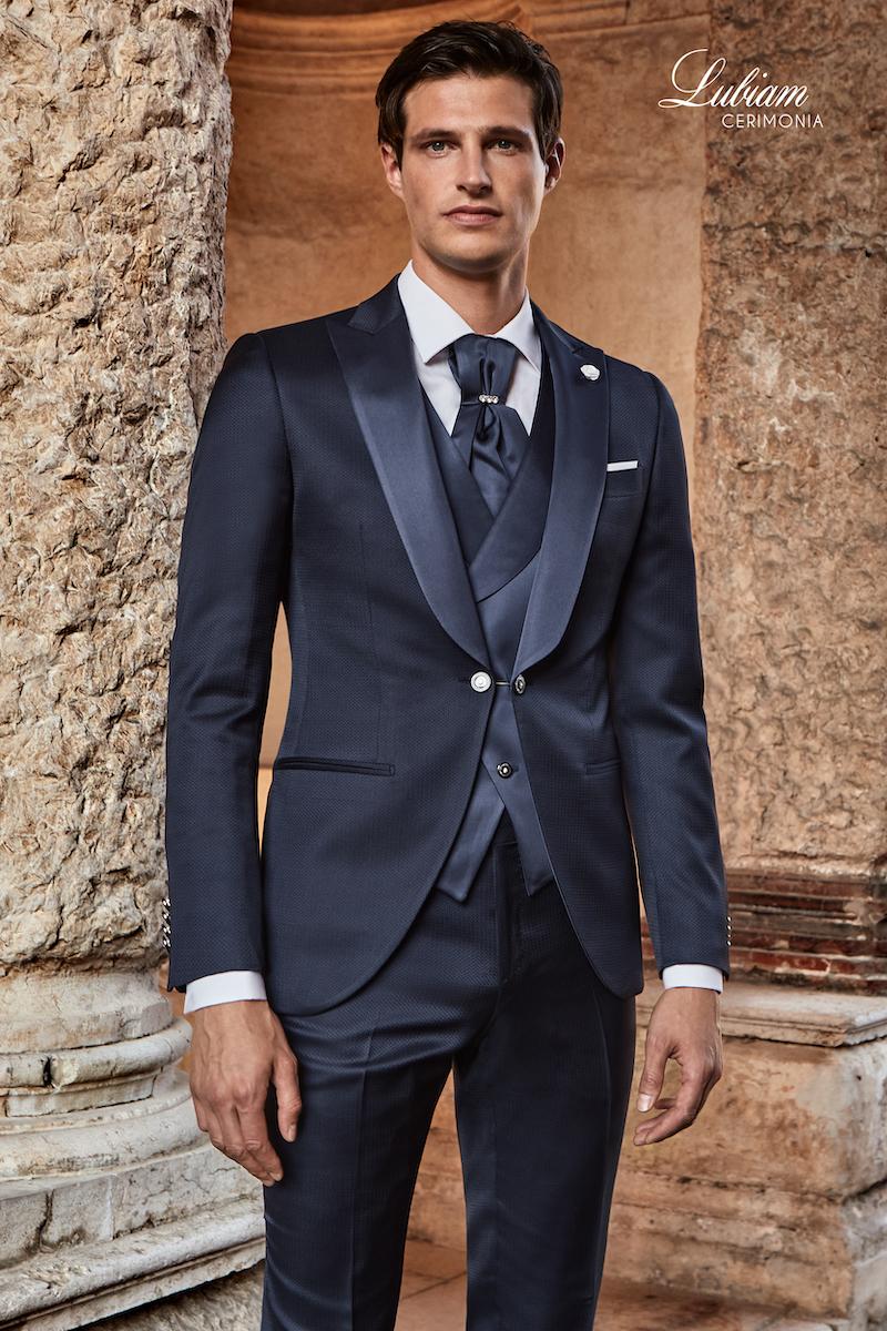 abito-sposo-matrimonio-uomo-elegante