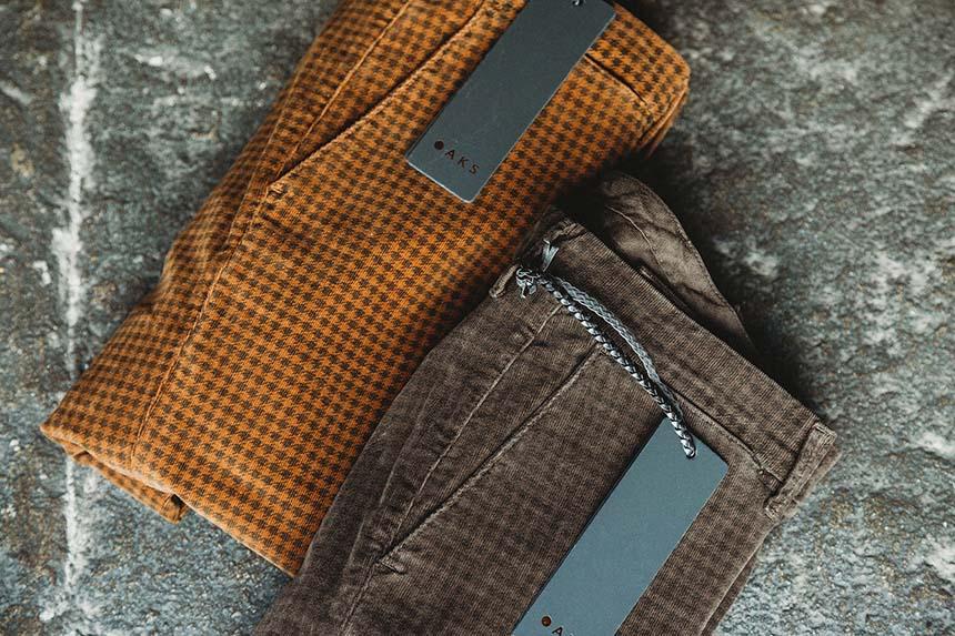 pantaloni-velluto-microdadino-uomo-scontati